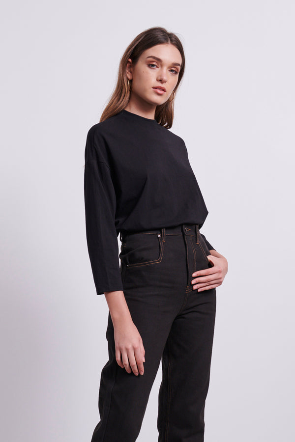 LILA SLEEVE TEE - BLACK