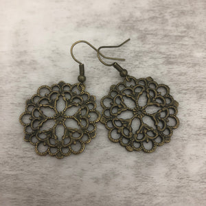 Charm Earring | Circle Flower III