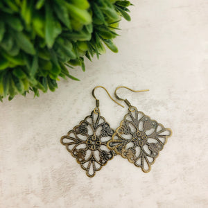 Charm Earring | Square Filigree