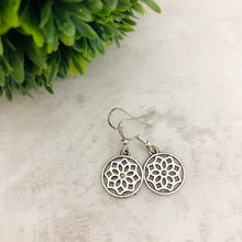 Charm Earring | Circle Flower II