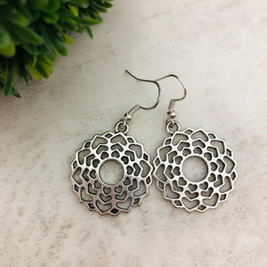 Charm Earring | Circle Flower IV