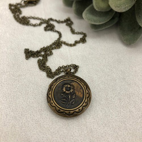 Necklace | Locket tiny vintage flower