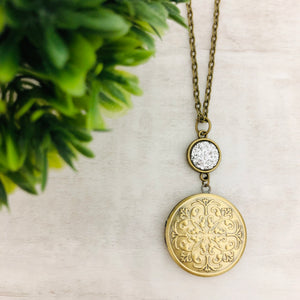 Necklace | Locket Round Medallion