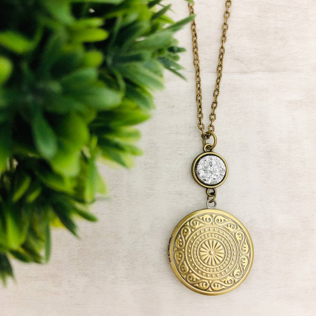 Necklace | Locket Round Medallion Circle