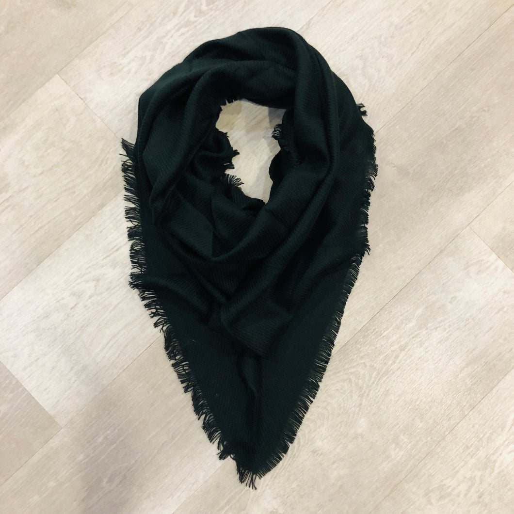 Triangle Blanket Scarf | Black