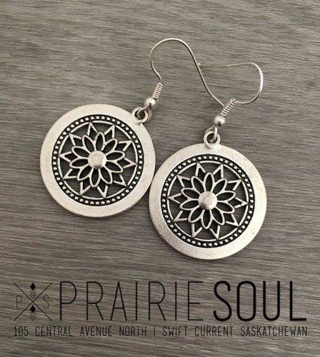 Charm Earring | Circle Flower