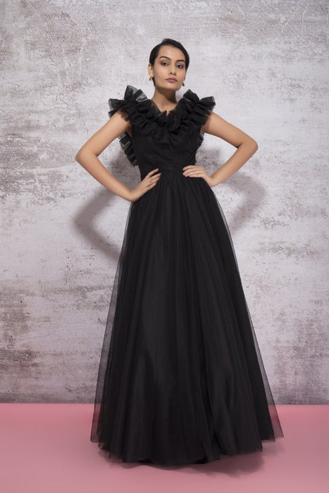 BLACK EXAGGERATED GOWN WITH RUFFLE DETAIL ON THE NECK