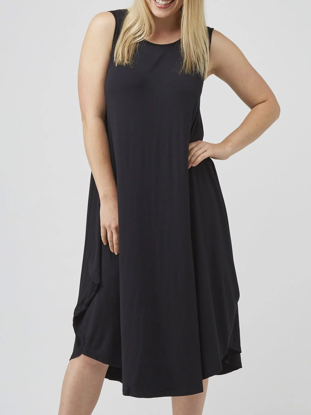 TANI SLEEVELESS TRI DRESS