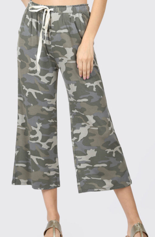 Camo Cropped Lounge Pants