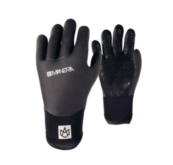 A black pair of Manera gloves that can be worn during kitesurfing