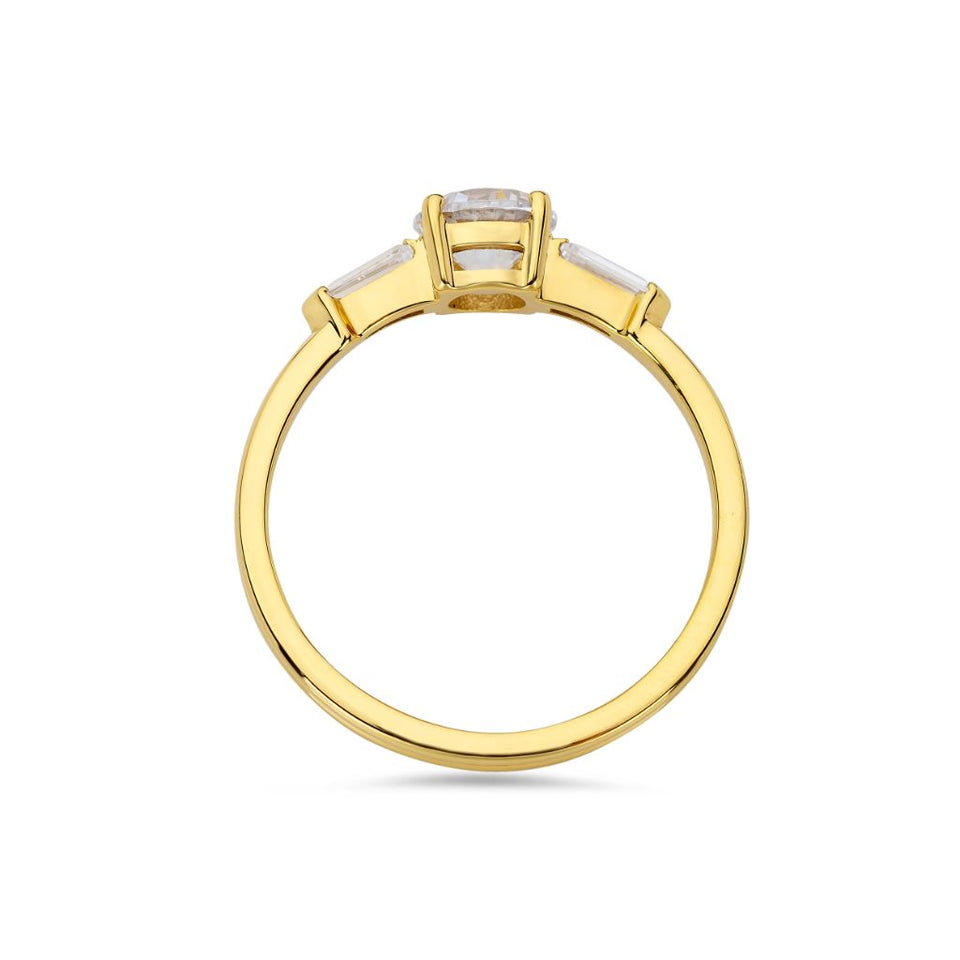Illusion bullet & brilliant cut diamond ring in yellow gold