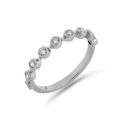 Bezel diamond ring in platinum