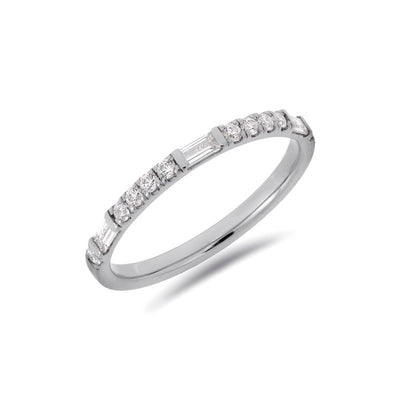 Round & baguette cut ring in white gold