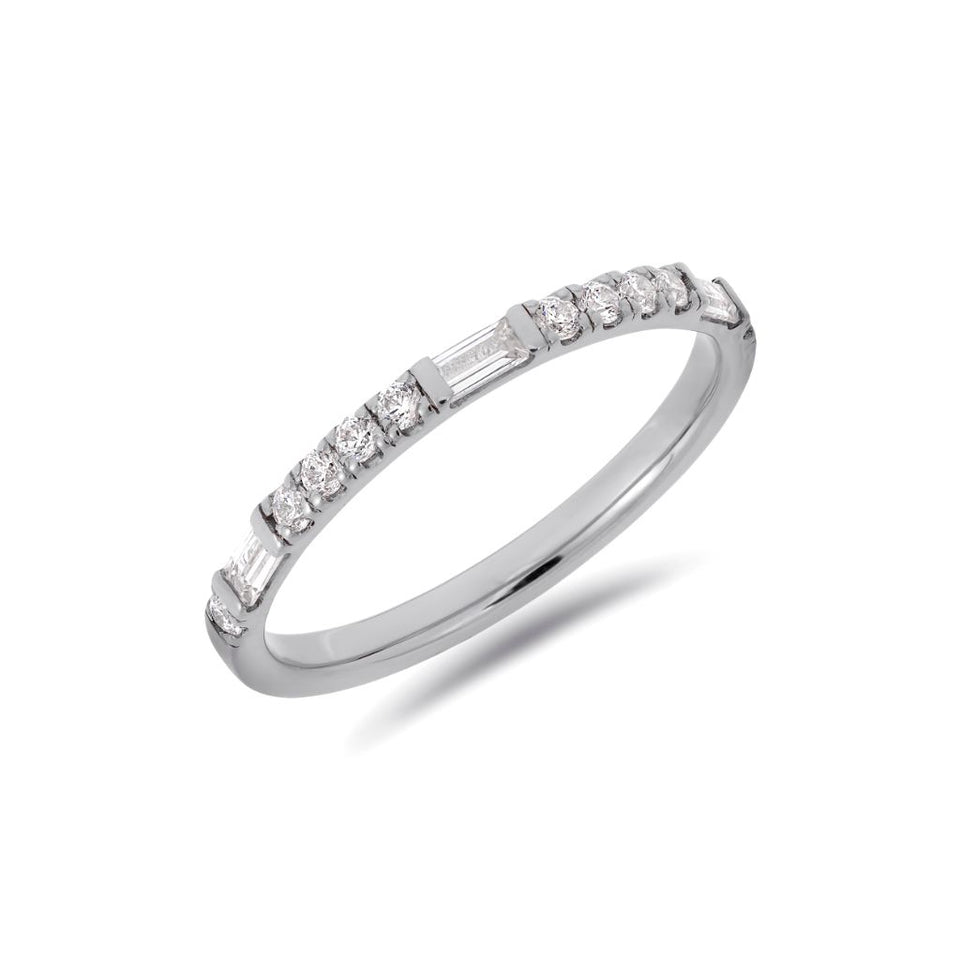 Round & baguette cut diamond ring in white gold