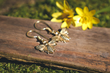 Honeybee earrings, bee jewellery, bee earrings, insect jewellery, boho jewlry, ethical fashion, sustainable company uk, gold scarab