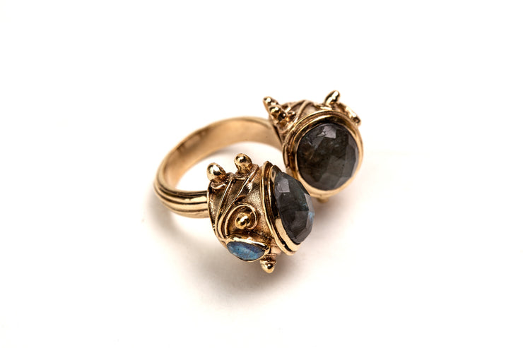 Maharani Ring with Labradorite