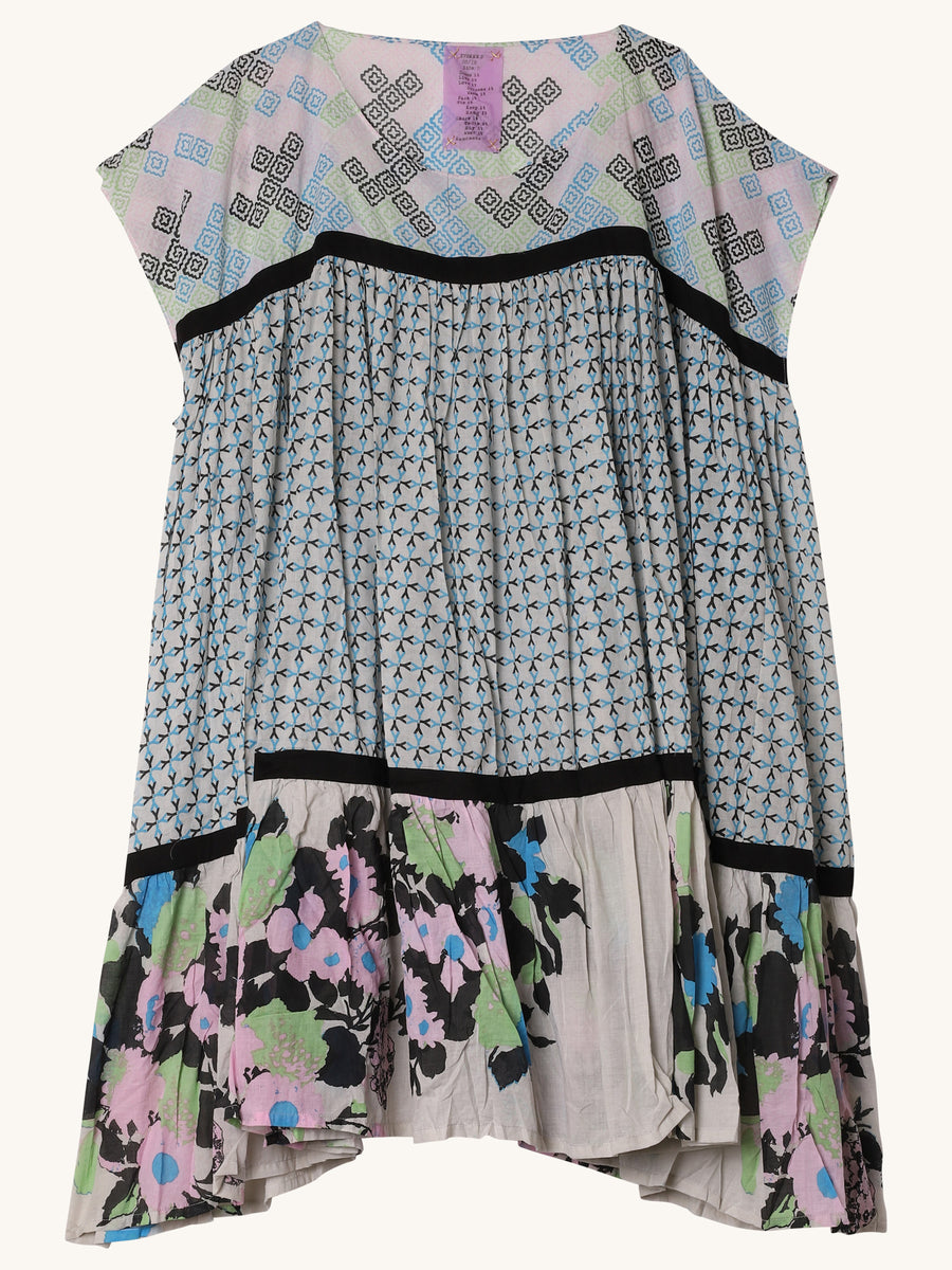Short Wind Dress in Grey Floral