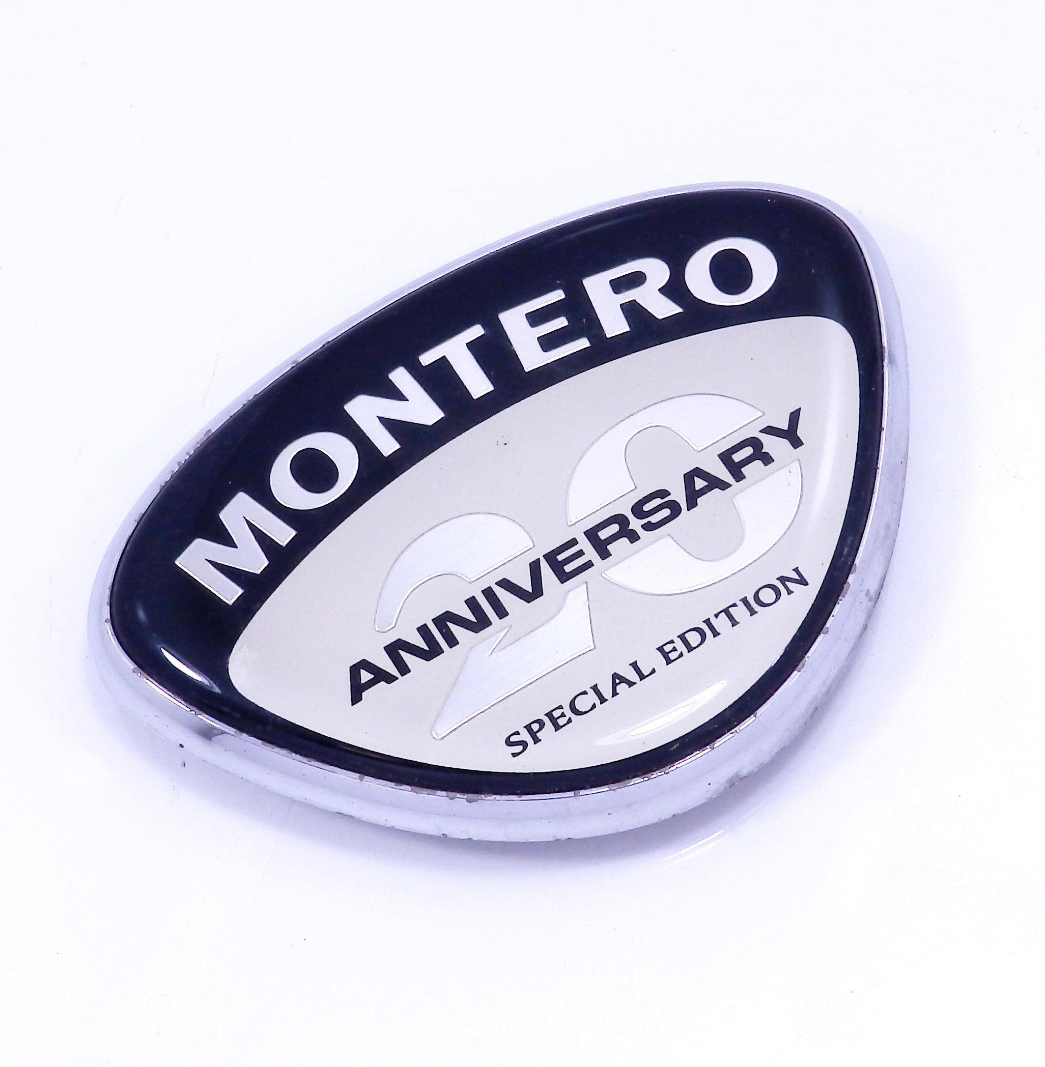 03 Mitsubishi Montero RH Right Hand 20th Anniversary Special Edition Fender Emblem Badge Logo