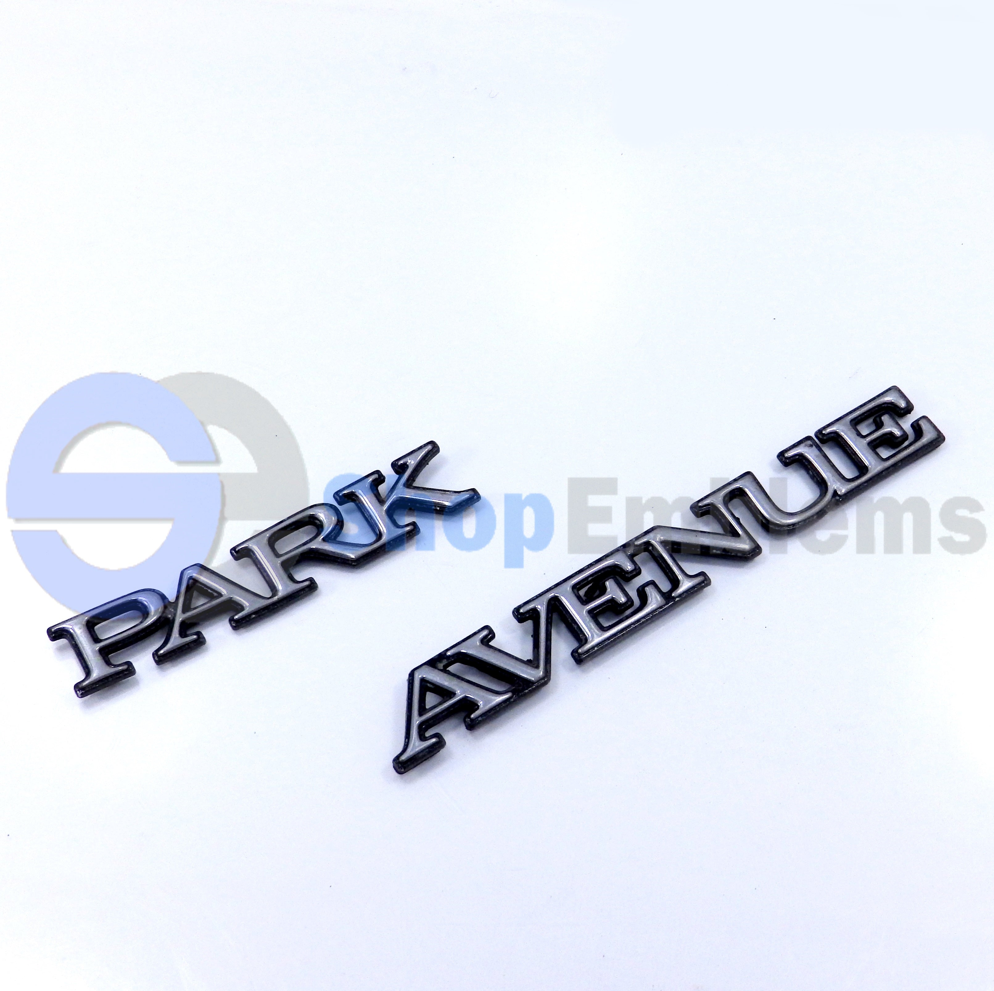 97 98 99 00 01 02 03 04 BUICK PARK AVENUE QUARTER PANEL SCRIPT EMBLEM NAMEPLATE OEM 1PC