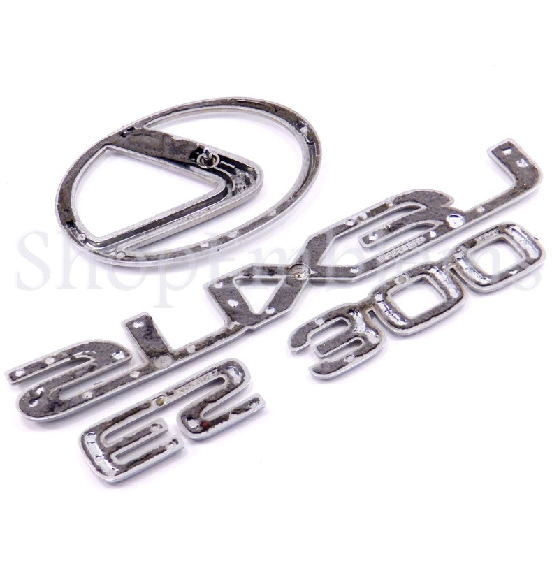 97 98 99 LEXUS ES300 REAR TRUNK EMBLEM SET IN SILVER SCRIPT LOGO NAMEPLATE USED
