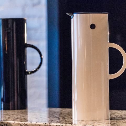 Stelton Vacuum Jug from Filter - Lifestyle Image