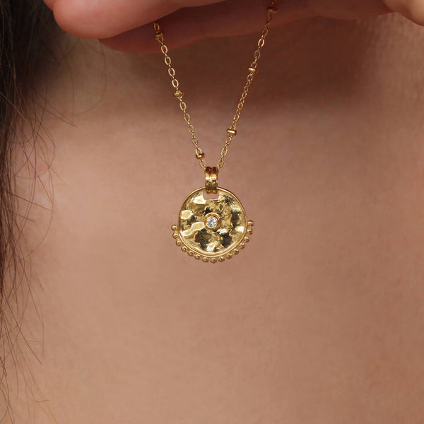 white sapphire in gold vermiel necklace