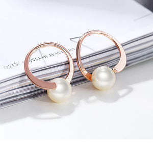 The Circled Pearl Stud Earrings