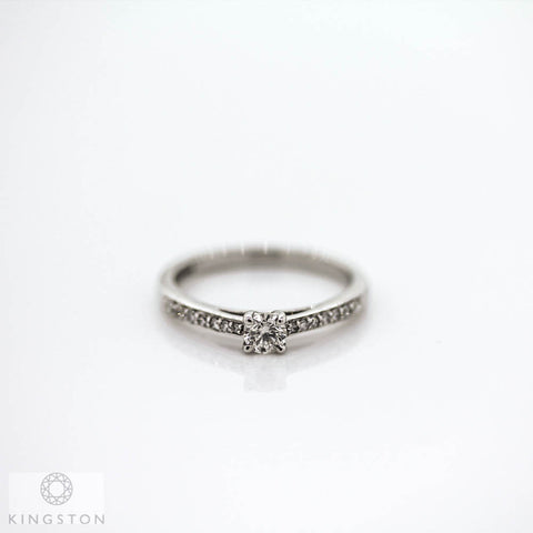 Beautiful 9ct White Gold Diamond Solitaire Ring With Diamond Shoulders