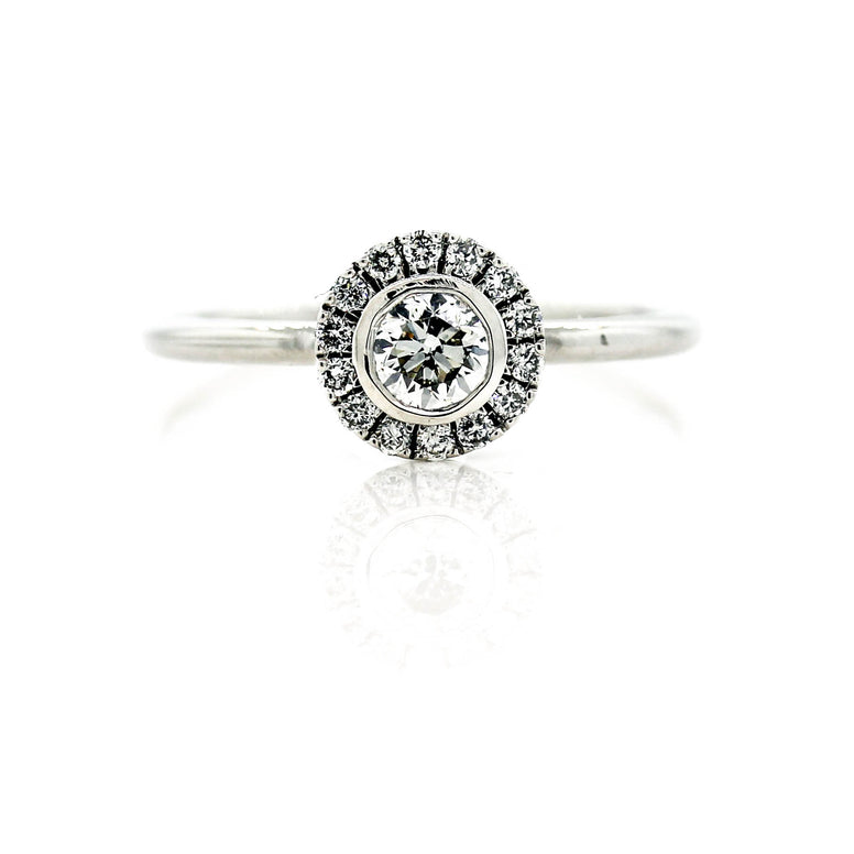 Beautiful ladies 9ct White Gold Bellissimo Diamond Ring