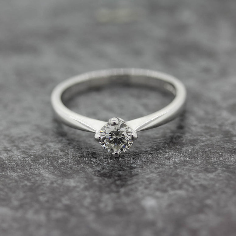 Ladies 18ct white Gold lab Diamond Solitaire ring