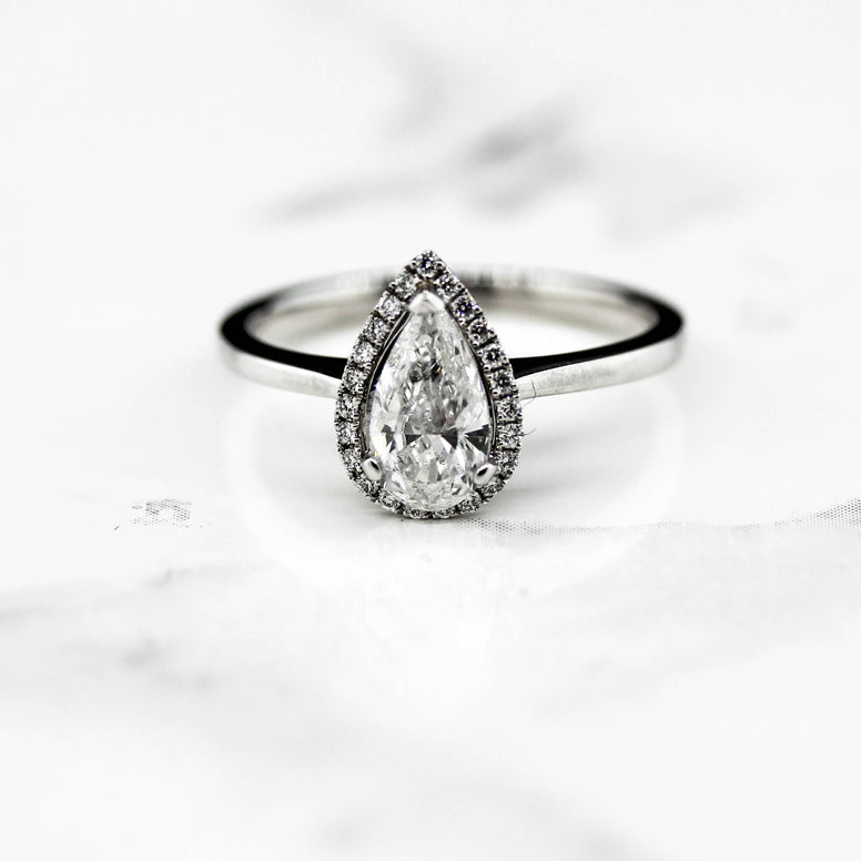 18ct White Gold Pear Shaped Bellisimo Ring
