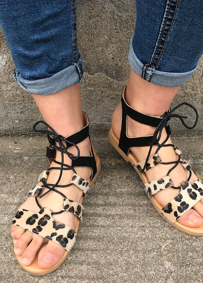 Leopard-print Flat-soled Cross-strap Sandals