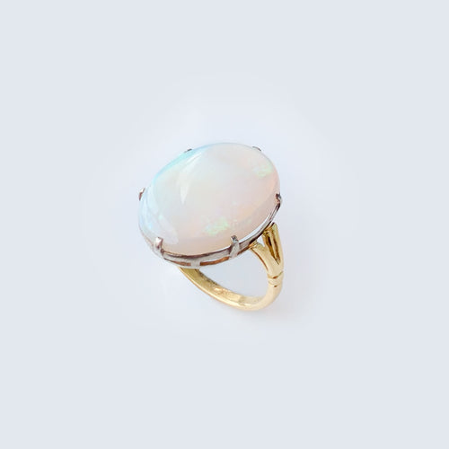 Mid-century Opal 18ct Gold ring