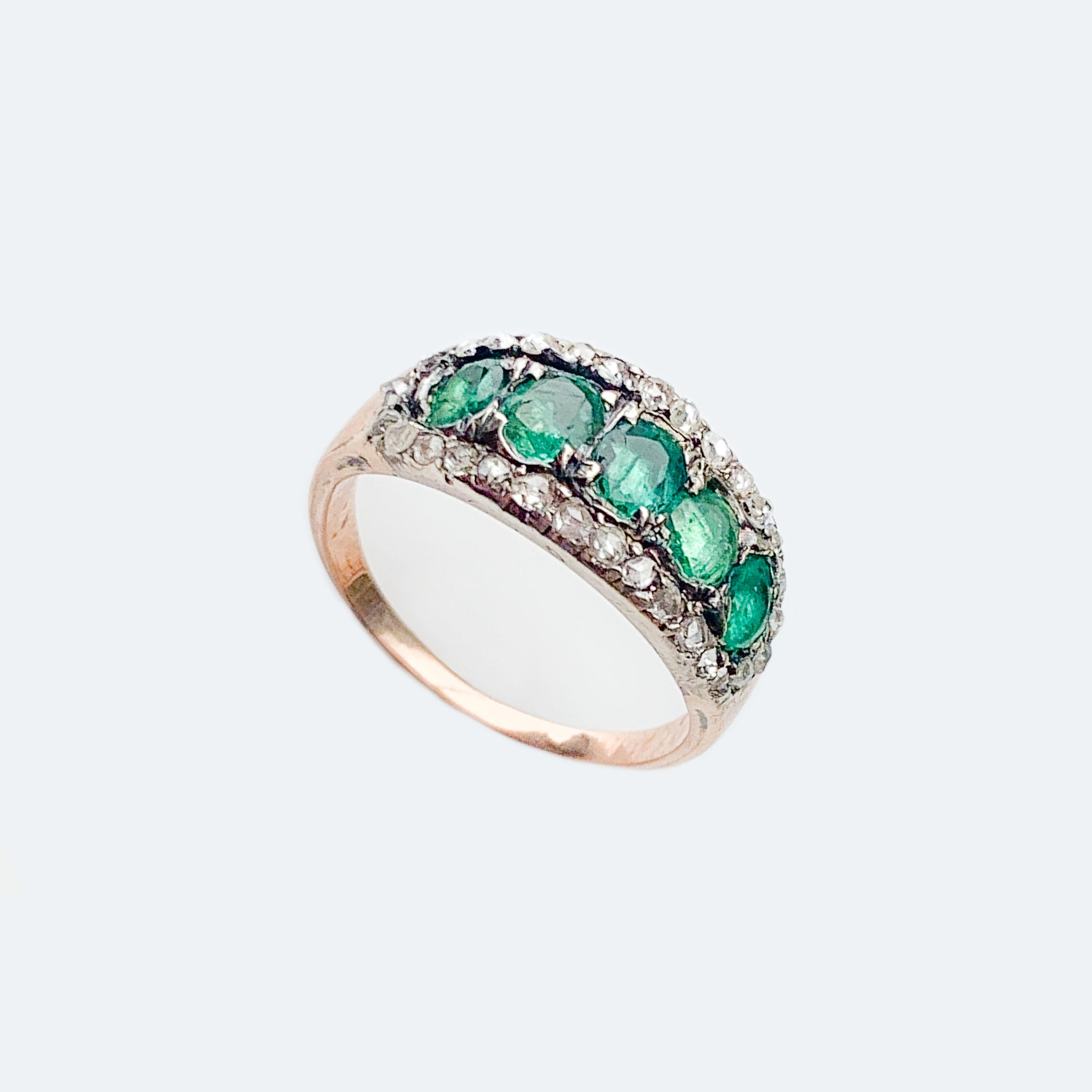 Georgian 5 stone emerald 18ct gold ring surrounded by old cut diamonds