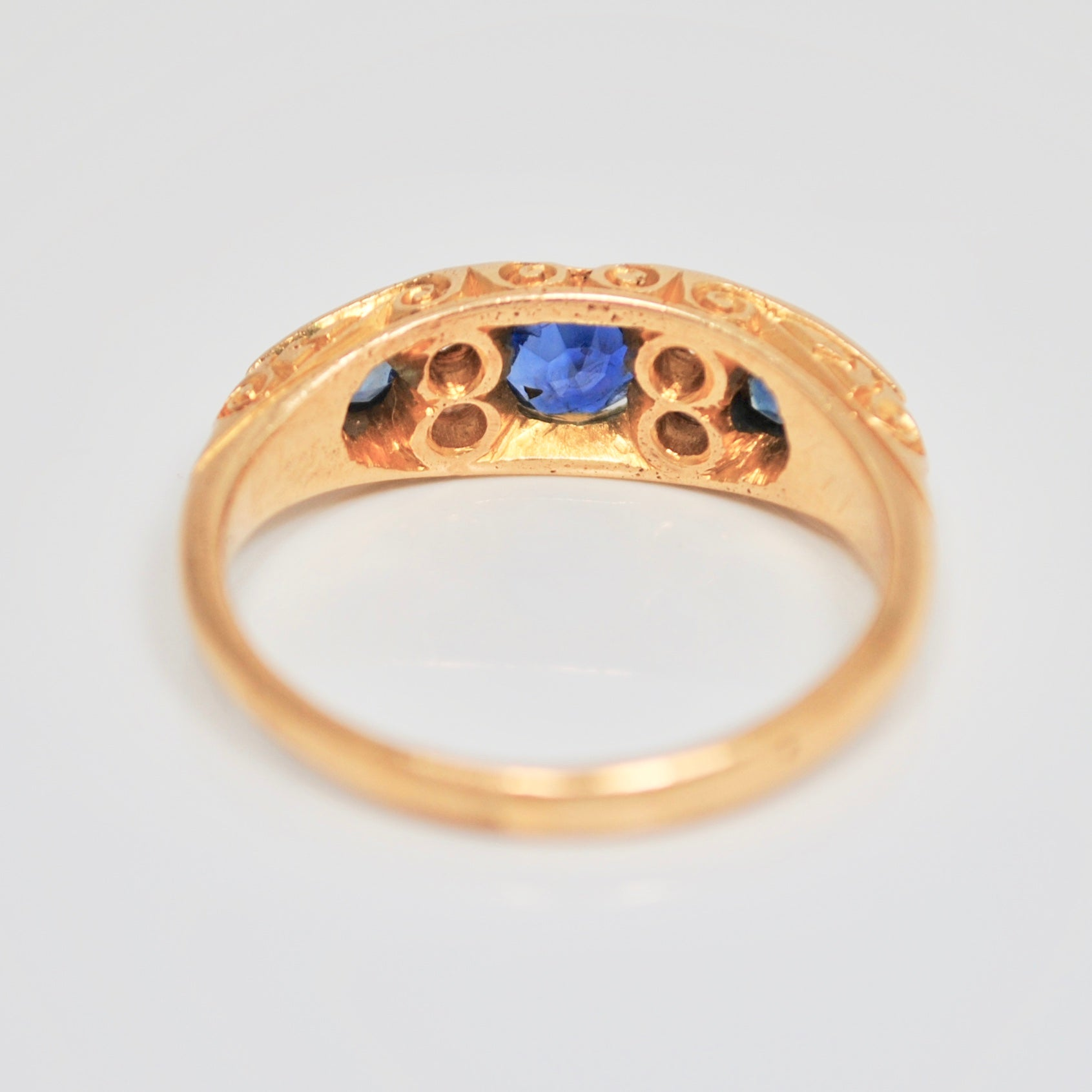 Edwardian three Sapphire & Diamond 18 ct gold ring c.1903