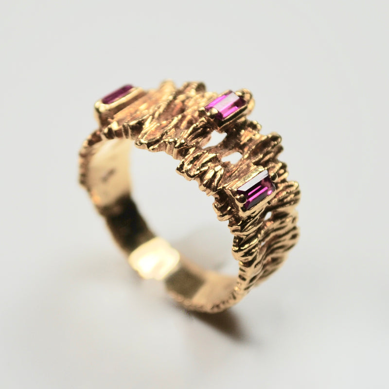 Mid-century modern three Ruby & 18ct Gold ring