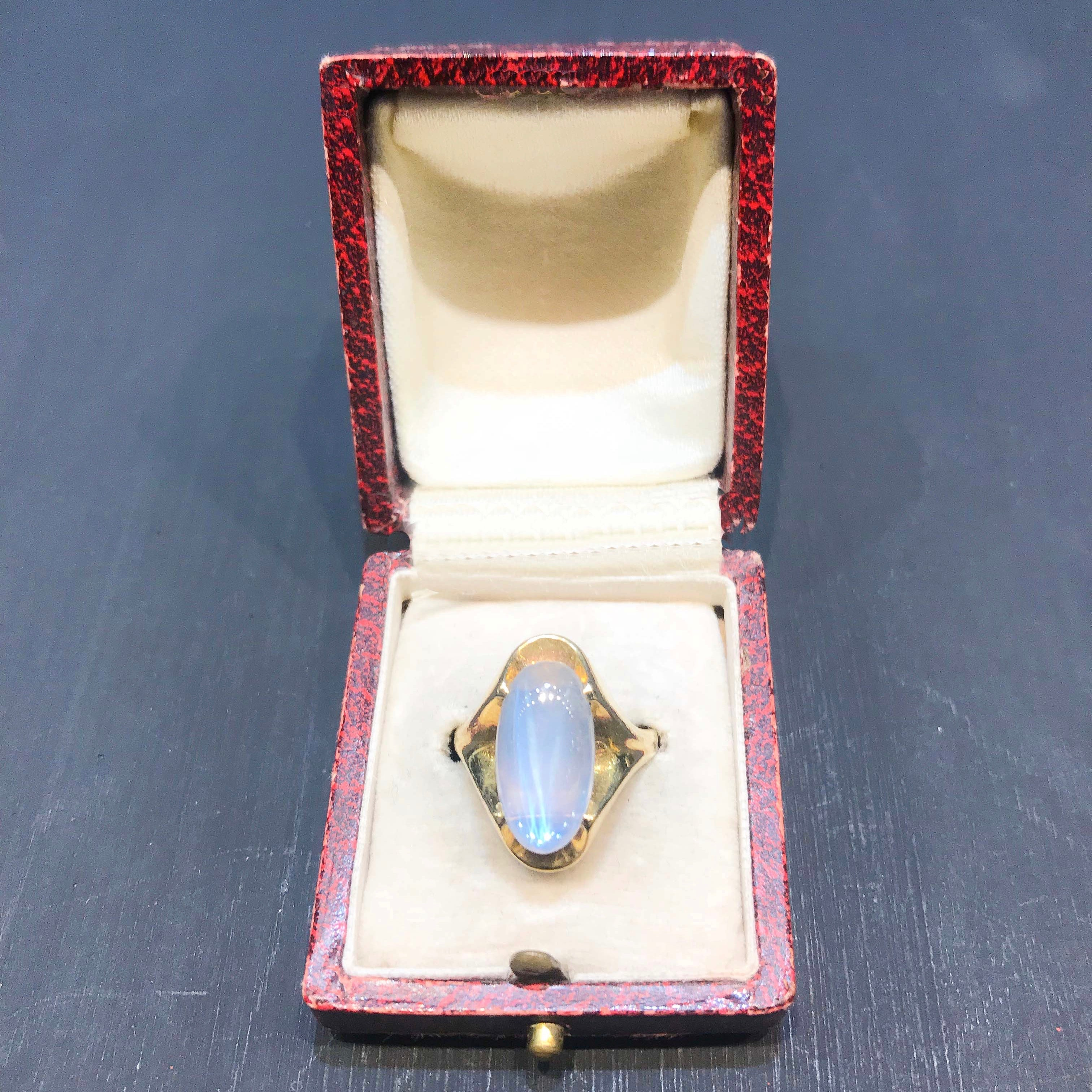 18ct gold moonstone ring c.1940s