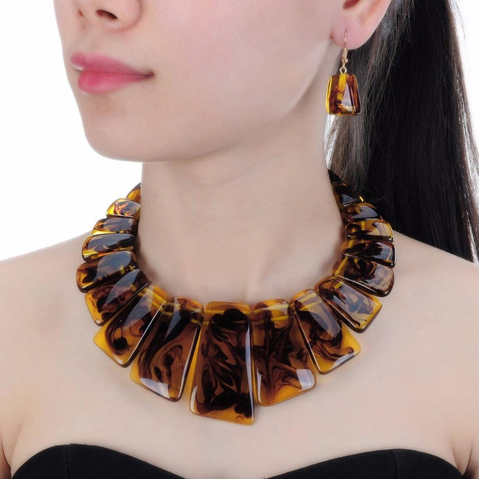 UNUSUAL Resin Gold Natural Brown Shades Short Collar Necklace Set