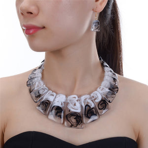 UNUSUAL Celluloid Statement Gold Grey Black Collar Necklace Set