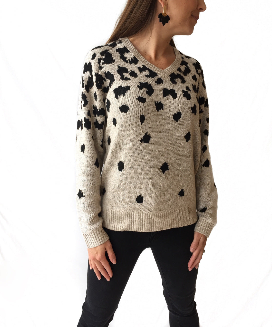 MR-Vneck Ivory/Blk Leopard Sweater