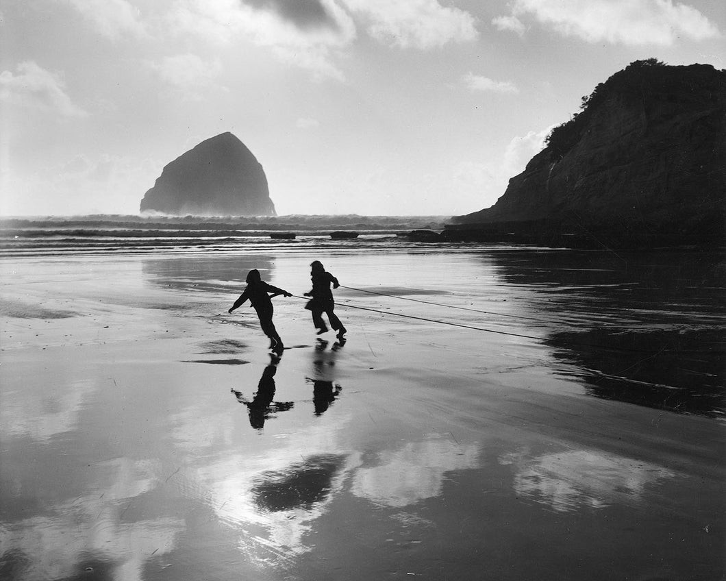3476 Children pulling Sea Weed at Pacific City Oregon