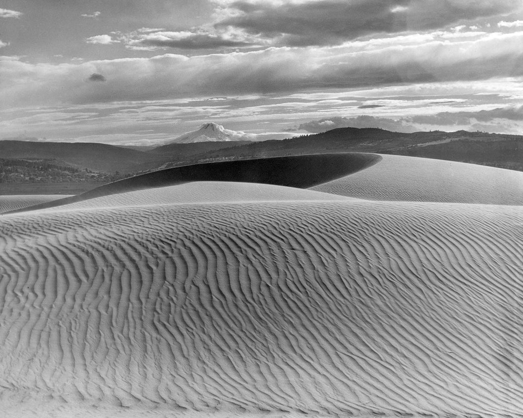 693 Mt Hood and the Sand Dunes of the Columbia River
