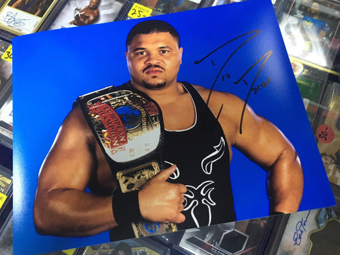 D'Lo DLO Brown Pose 2 Signed Photo COA