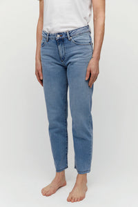shop fjellaa cropped jeans mid blue by ARMEDANGELS on thegreenlabels