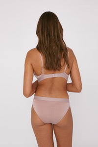 Shop TENCEL™ briefs dusty rose by Organic Basics on thegreenlabels.com