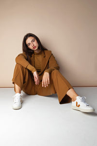 Shop v-12 sneaker leather extra white camel by Veja at thegreenlabels