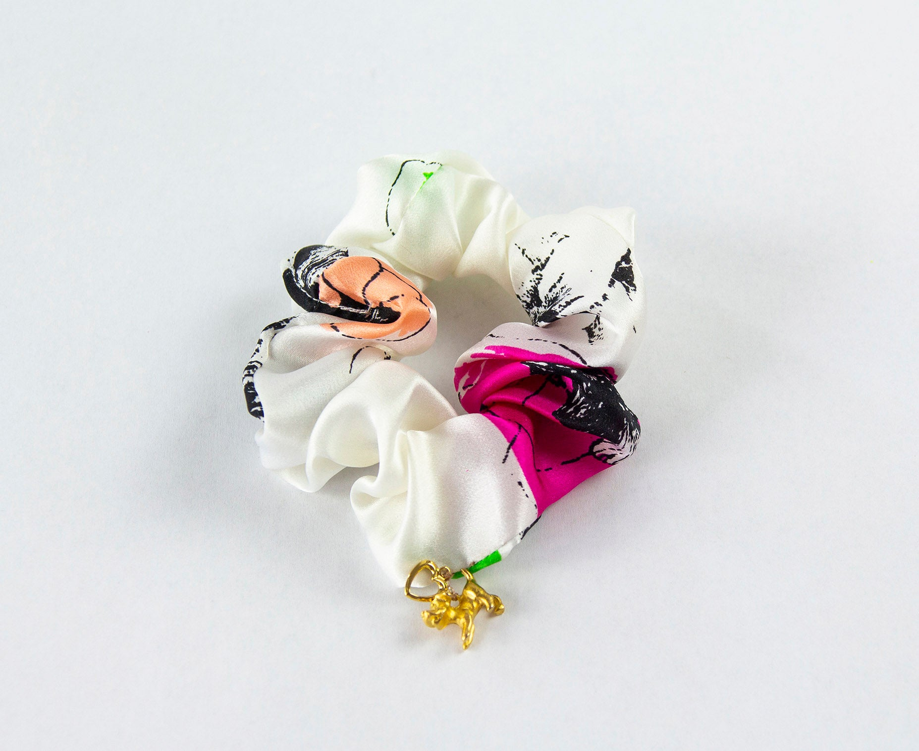 BRIGHT FLOWER PRINT SILK SCRUNCHIE WITH CHARM