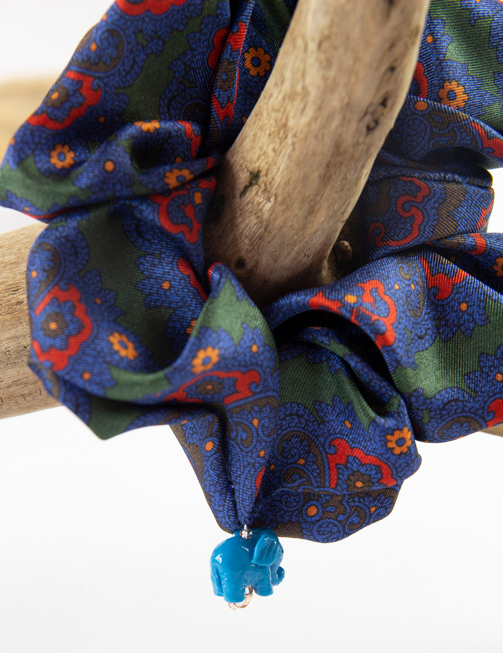TORO Y PESCADO CRAVAT PRINT SILK SCRUNCHIE WITH ELEPHANT CHARM