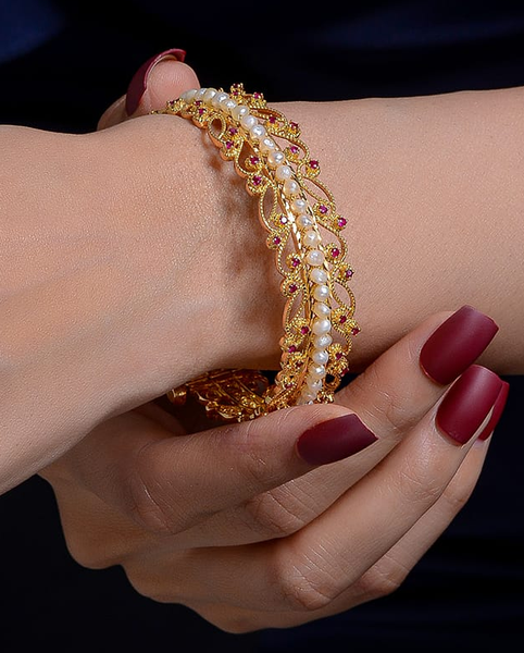 21 carat luxury gold ring with natural pearls and red rubies معضد ذهب فخم قيراط ٢١ مع لؤلؤ طبيعي وياقوت احمر طبيعي