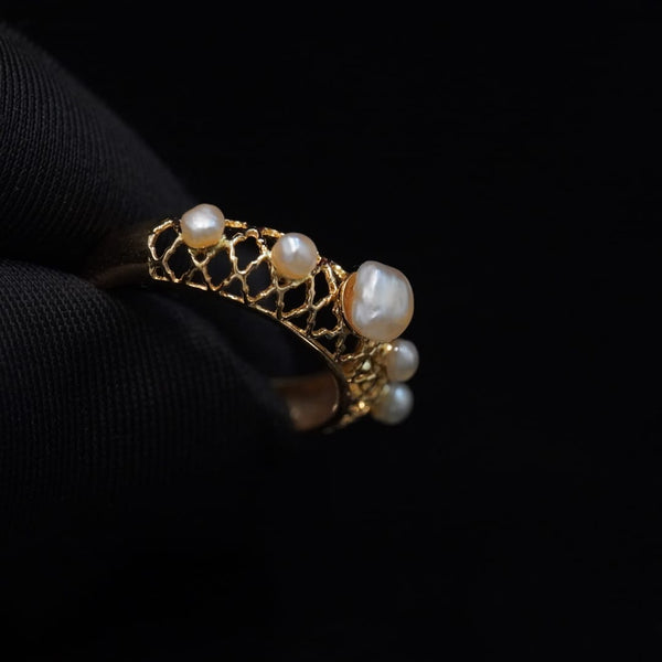 Luxury 21ct gold ring with Bahraini natural pearls  خاتم ذهب قيراط ٢١ مع لؤلؤ طبيعي بحريني